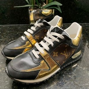 Louis Vuitton Sneaker - Size 8